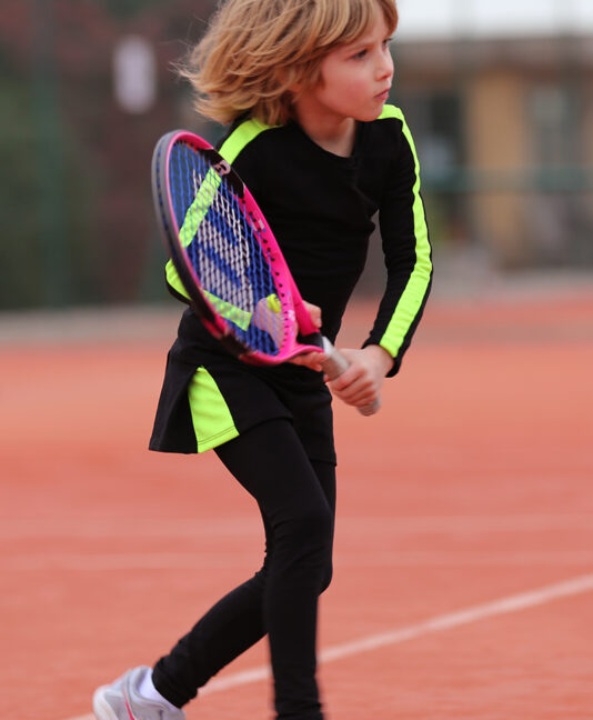 black tennis outfit, girls tennis clothes, best tennis clothes uk, zoe alexander tennis, neon tennis outfit,